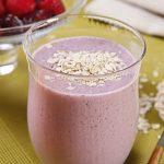 Vitamina de frutas vermelhas e aveia